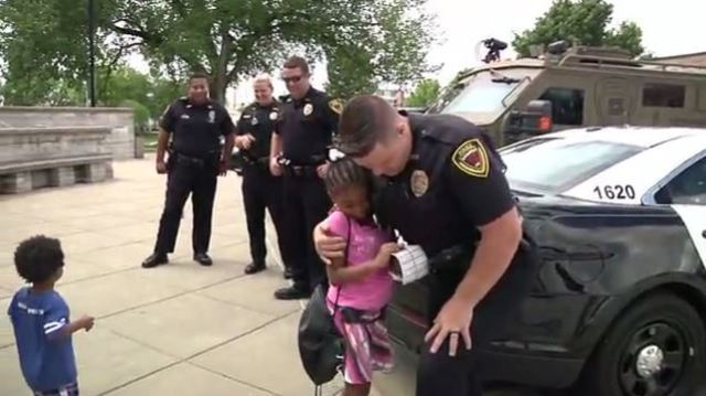 VIDEO: 7-year-old girl travels the US to give hugs to police