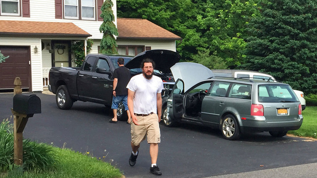 30-year-old evicted by parents leaves home with help from Alex Jones