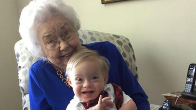 First Gerber baby poses with current one in adorable photo