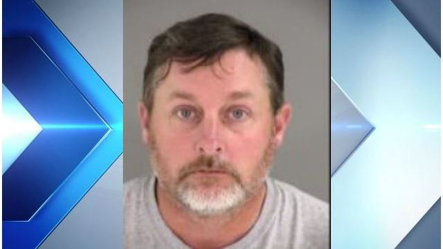 Police: Man exposed himself to girls on Henrico school bus