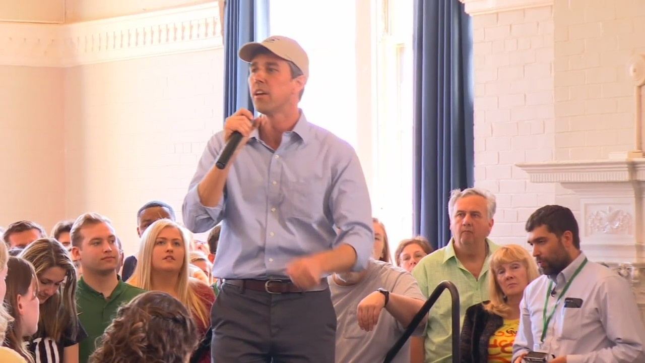 Beto O'Rourke shares message of inclusion with hundreds at William and Mary